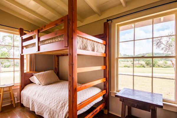 Cottonwood Cabin Bunk Room, Pipe Creek Texas