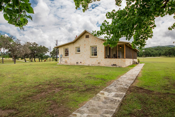 Cottonwood Lodge, Vacation and Hunting Lodge, Pipe Creek, Texas