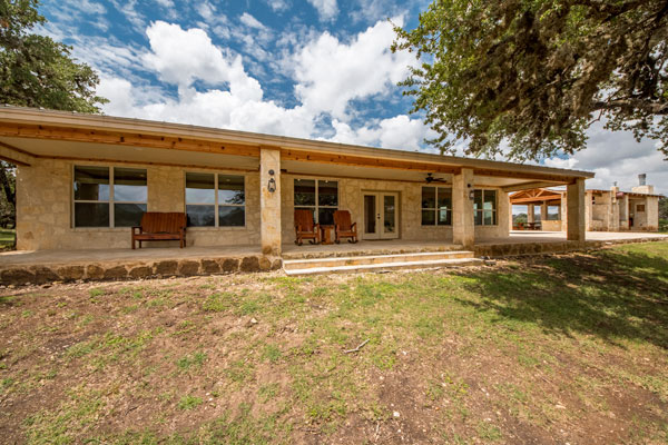 Main Lodge, Cabin for Vacation and Hunting in the Texas Hill Country