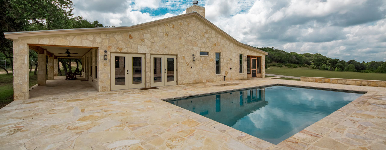 Cottage Rental With Pool in Pipe Creek, Texas